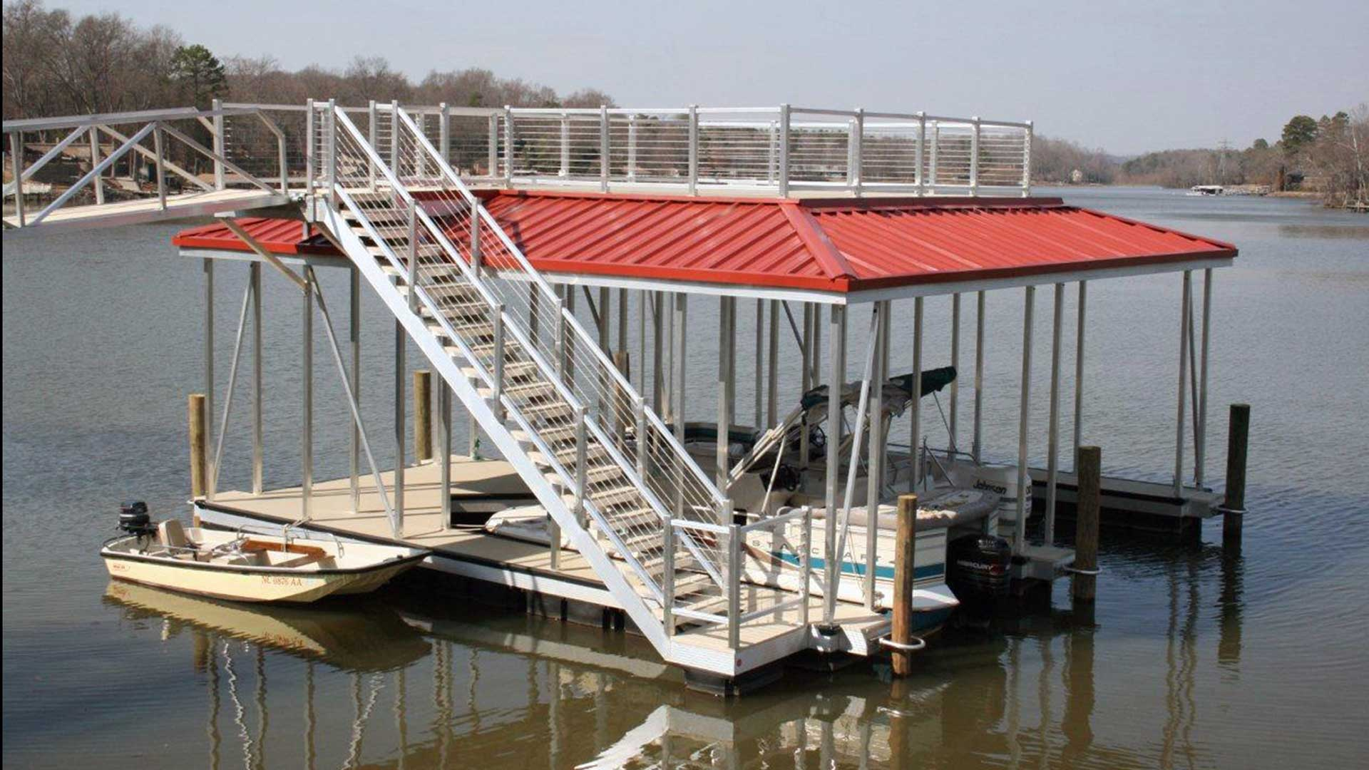 aluminum dock sundeck hip combo with cable rails